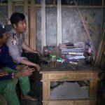Bhabin Pesanggrahan Polsek Batu Kota Polres Batu Giatkan Door To Door System Kunjungan Kerukunan Tetangga