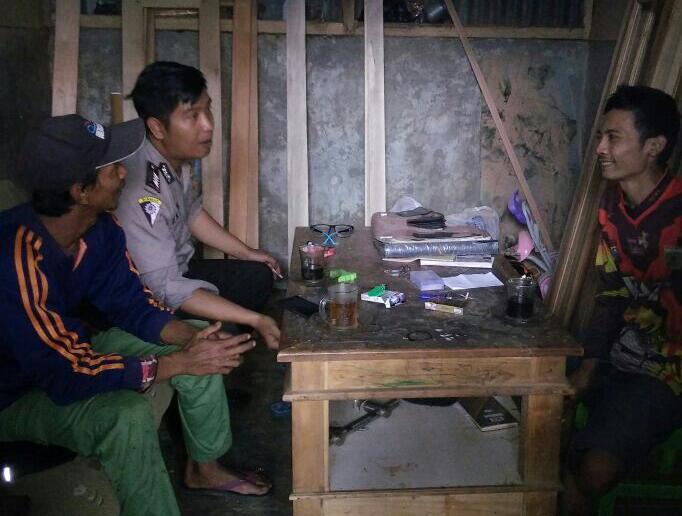 Anggota Bhabinkamtibmas Polsek Batu Kota Polres Batu Melaksanakan DDS Atau Kunjungan Kerukunan Tetangga