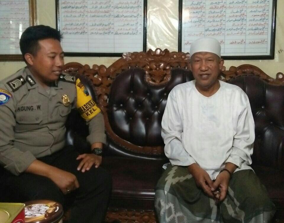 Giat Sambang, Anggota Bhabin Sisir Polsek Batu Polres Batu Kepada Tokoh Agama Sampaikan Pilgub Jatim 2018 Damai
