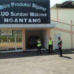 Para Anggota Bhabinkamtibmas di Desa Waturejo Polsek Ngantang Polres Batu Laksanakan Binluh Satpam Pabrik SKT Sampoerna