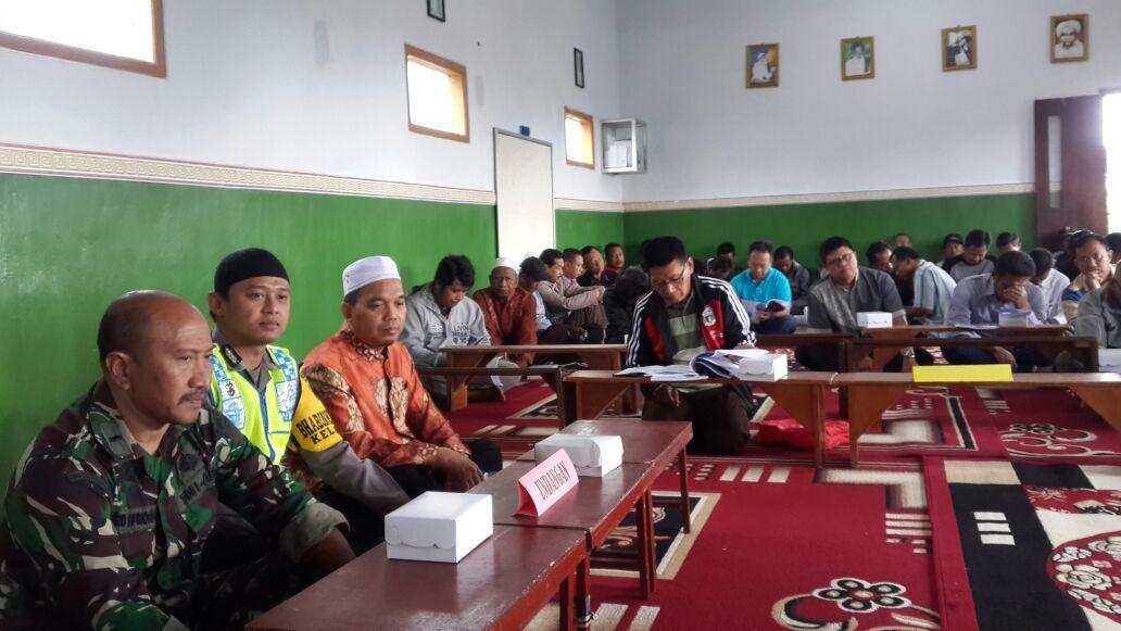 Anggota Bhabin Polsek Batu Kota Polres Batu Menghadiri Rapat Pertanggungjawaban Pengurus Hippam Tirto Mulyo