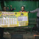 Anggota Bhabin Polsek Batu Polres Batu Berikan Jadwal Ronda Malam Poskamling