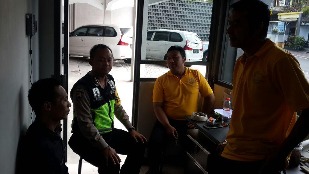 Anggota Bhabin Polsek Batu Polres Batu Lakukan Giat Patroli Sambang Dan Kunjungan Ke Satpam Di Wilayah Kel. Temas