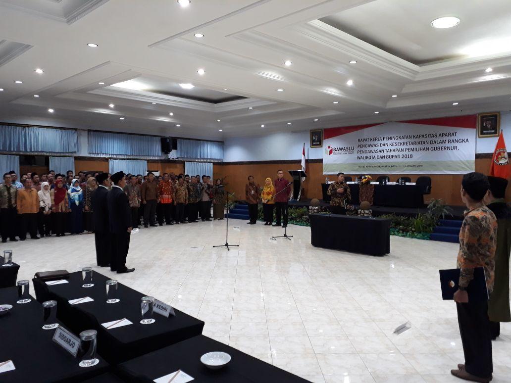 Polsek Batu Polres Batu Melaksanakan Pengamanan Giat Rapat Kerja Peningkatan kapasitas Aparat Pengawas Pilgub/Pilwali/Pilbub 2018