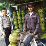 Bhabinkamtibmas Pendem Polsek Junrejo Polres Batu Sambang Pada Agen Elpiji Antisipasi Kelangkaan Gas Elpiji