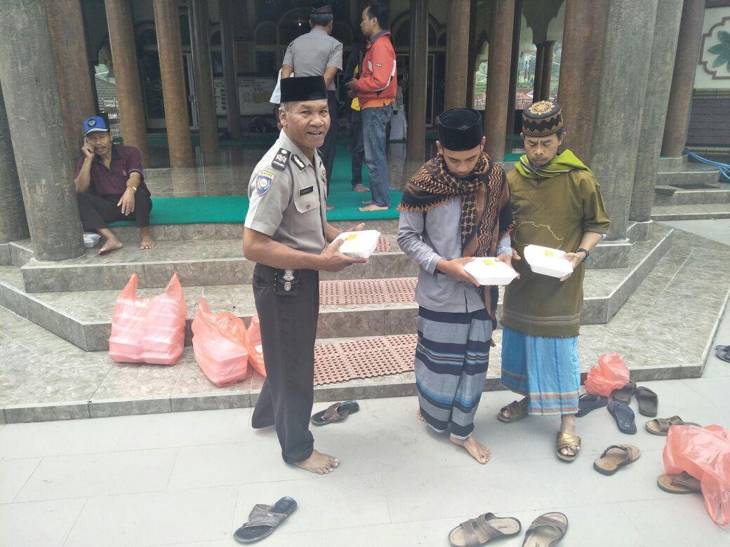 Polres Batu Melaksanakan Jum`at Barokah Setiap JumatDi Masjid Masjid