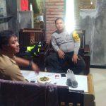 Menjaga Wilaya Aman, Anggota Bhabinkamtibmas Polsek Batu Kota Polres Batu Silaturahmi Perangkat Desa