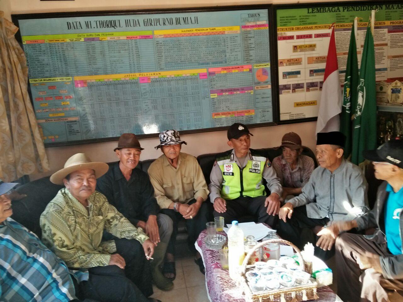 Kegiatan Sambang Dan Silaturahmi Kamtibmas Oleh Kanit Binmas Polsek Bumiaji Polres Batu