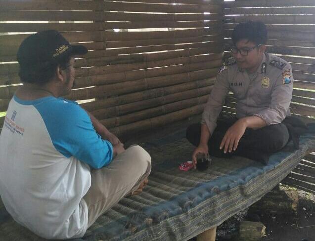 TINGKATKAN SILATURAHMI BHABIN DESA PESANGGRAHAN POLSEK BATU KOTA POLRES BATU LAKUKAN KEGIATAN SAMBANG DESA