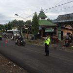 Anggota Polsek Pujon Polres Batu Gelar Poros Pagi Rutin Di Simpul Jalan Jaga Lalin Tetap Lancar