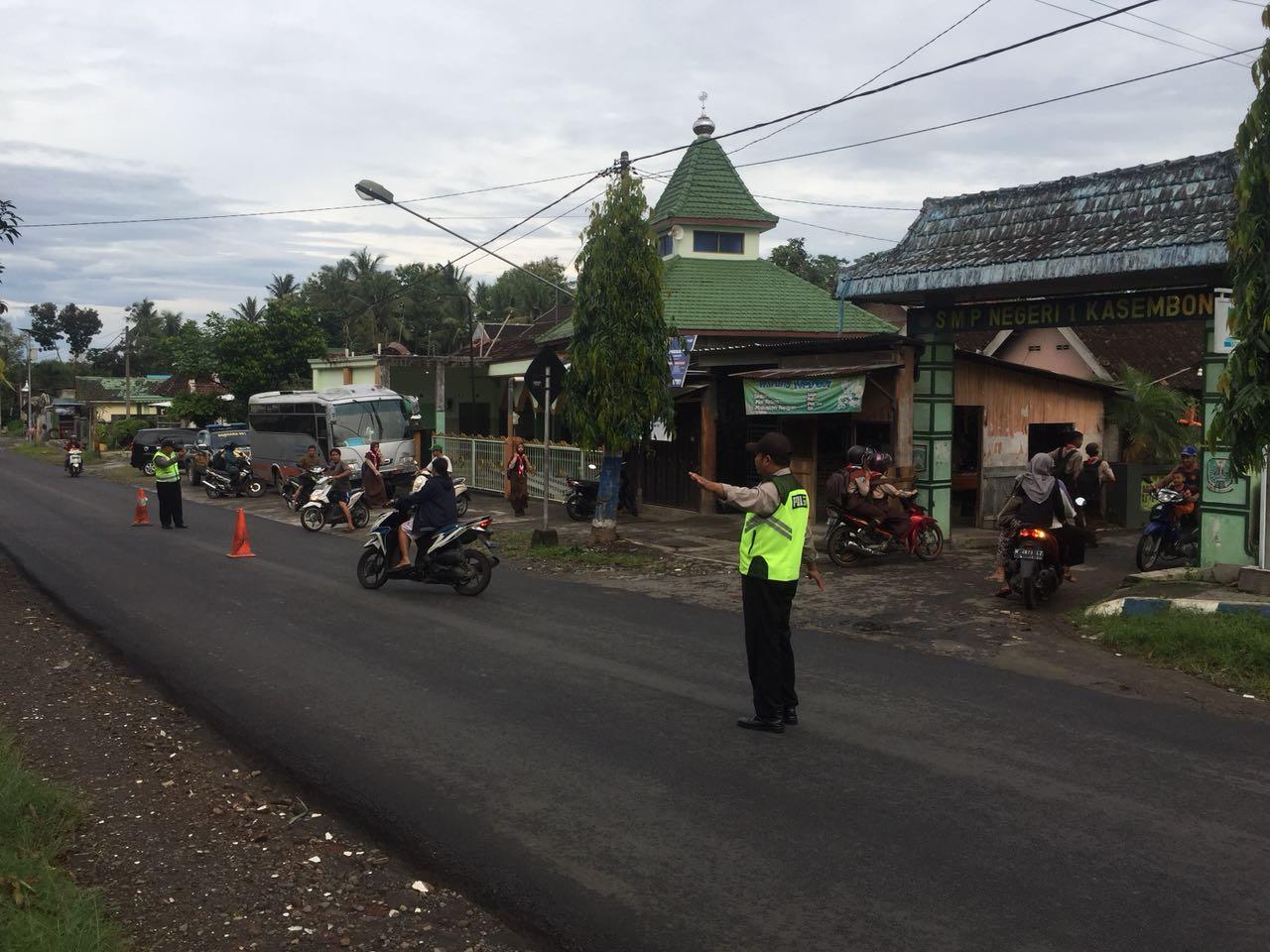 Polsek Pujon Polres Batu Jaga Kelancaran Arus Lalin Wilayah Nyaman
