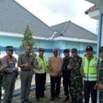 Anggota Polsek Ngantang Polres Batu Pengamanan Bersama Satuan Pamong Praja Giat Pemasangan Papan Nama Tanah Milik PEMKAB Malang
