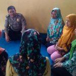 Anggota Bhabinkamtibmas Polsek Batu Kota Polres Batu Melaksanakan Giat Silaturahmi Terhadap Anggota PKK Dusun Sumbersari Kota Batu