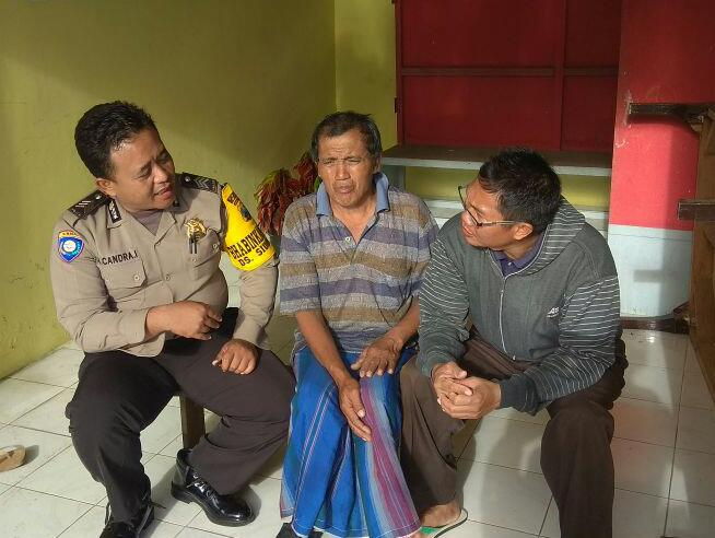 GIAT SAMBANG GIAT DDS, BHABINKAMTIBMAS DESA SIDOMULYO POLSEK BATU KOTA POLRES BATU LAKUKAN SILATURAHMI WARGA MASYARAKAT