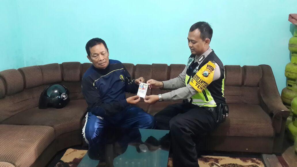 Anggota Polsek Batu Polres Batu Giatkan Kunjungan Bhabin Ke Ketua RT Desa Binaan
