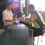 Giat Patroli Sambang Warga, BHABINKAMTIBMAS KELURAHAN TEMAS POLSEK BATU KOTA POLRES BATU SAMBANG KE TOKO BERAS