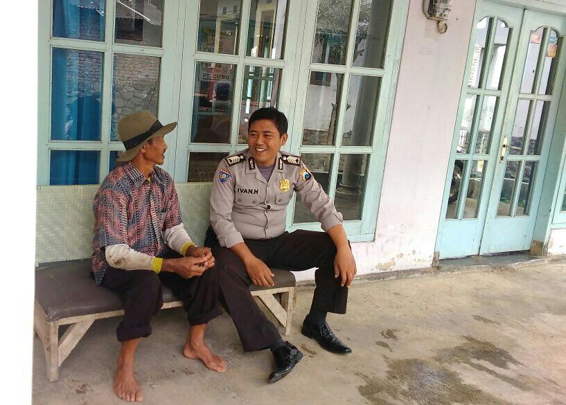 Sambang Masyarakat Desa Binaan, Anggota Bhabin Polsek Batu Polres Batu Wajib Kunjung Tokoh Masyarakat