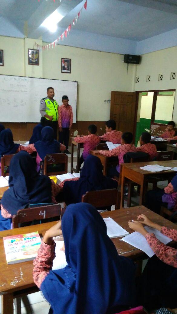 Kanit Binmas Polsek Batu Kota Polres Batu Giatkan Binaan Penyuluhan Ke Ihya'ul Ullum Dalam Rangka Ops Bina Kusuma Semeru 2018
