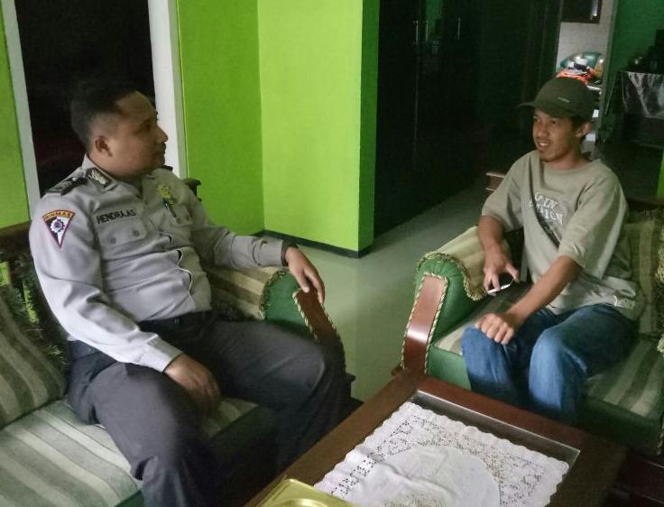 Anggota Polsek Batu Kota Polres Batu Melaksanakan Sambang Menjalin Kedekatan Dengan Tokoh Pemuda