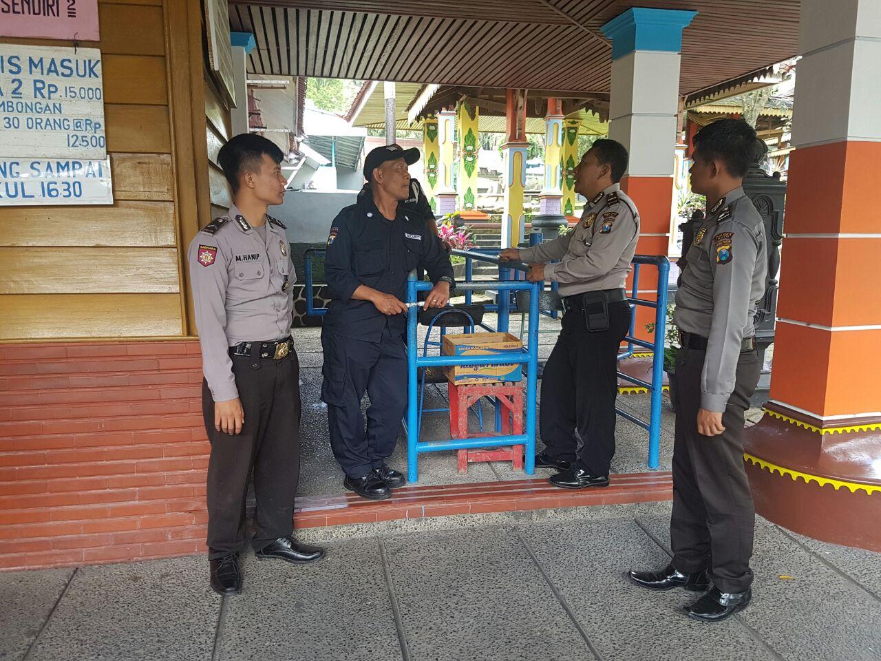 Patroli, Sat Binmas Polres Batu Sambang Petugas Keamanan Songgoriti