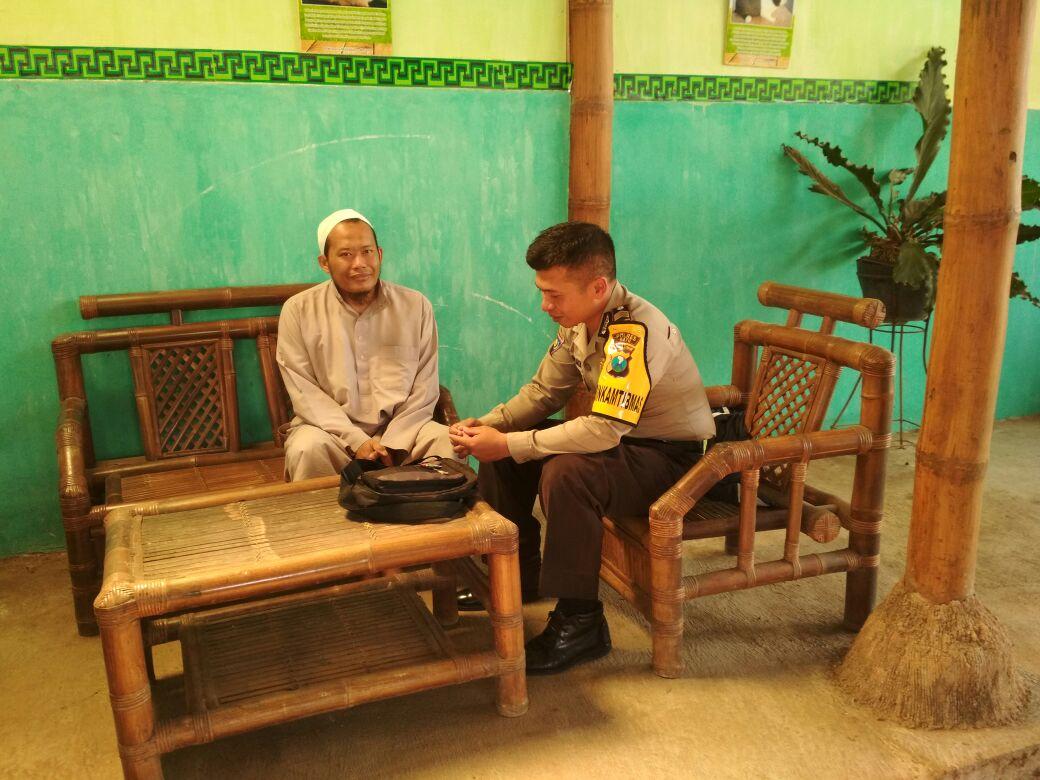 Bhabinkamtibmas Desa Pendem Polres Batu Silaturahmi ke Toga