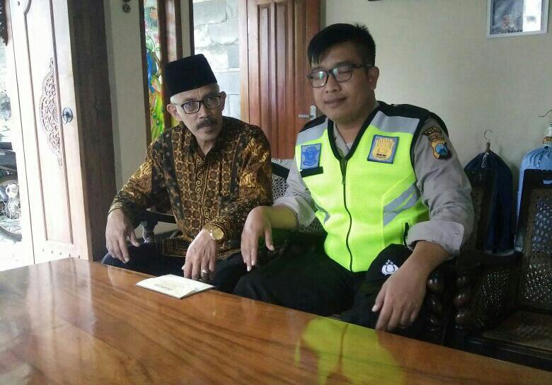 Anggota Polsek Batu Kota Polres Batu Melaksanakan Silaturahmi Ke Tokoh Agama