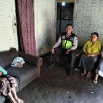 Polsek Pujon Polres Batu Peduli Kerukunan Tetangga melakukan 1 Hari 1 Kawan Bersama Bhabinkamtibmas Sahabat Reaktif