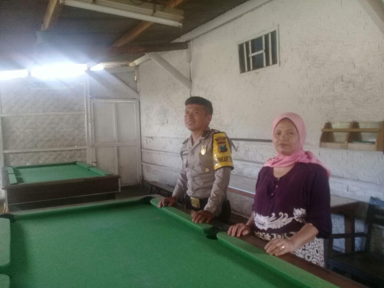 Bhabinkamtibmas Desa Pendem Polsek Junrejo Polres Batu Sambang Rumah Bilyart