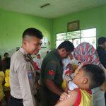 Bhabinkamtibmas Polsek Junrejo Polres Batu Melaksnakan Sambang  Sekolah Dalam Pelaksanaan imunisasi Difteri