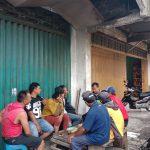 Bhabin Polsek Batu Polres Batu Ngobrol Bareng Dengan Paguyuban Truk pasar Kel Temas