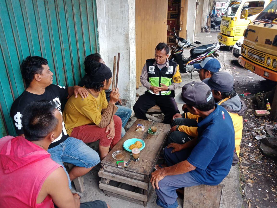Upaya Preemtif Polri Pada Masyarakat, Polsek Batu Kota Polres Batu Ngobrol Bareng Juga Dengan Paguyuban Truk pasar Kelurahan Temas