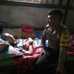 Bhabin Desa Pendem Polsek Junrejo Polres Batu Sambang warganya yang sedang sakit sroke