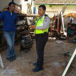 Anggota Bhabinkamtibmas Polsek Batu Kota Polres Batu Kunjungi Tempat Bengkel Las