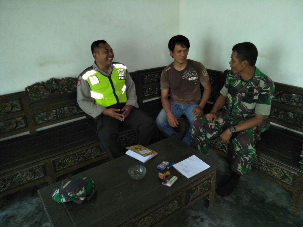 Anggota Bhabinkamtibmas Polsek Kasembon Polres Batu Laksanakan Berkunjung Ketua Rt