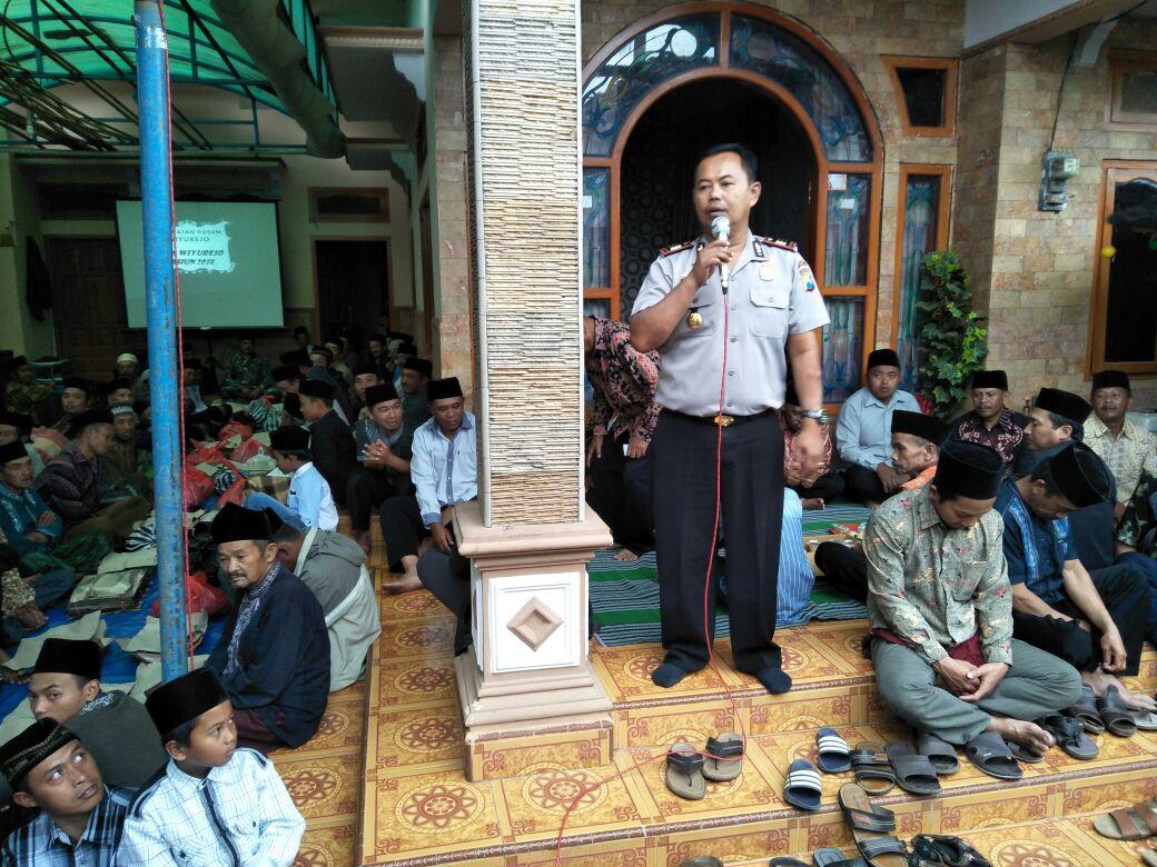 Kapolsek Pujon Polres Batu Beserta Bhabinkamtibmas Hadiri Selamatan Dusun Krajan Desa Wiyurejo