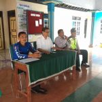 Anggota Bhabinkamtibmas Polsek Kasembon Polres Batu Bantu Mengamankan Pembagian Beras Bersubsidi Di Desa Kasembon