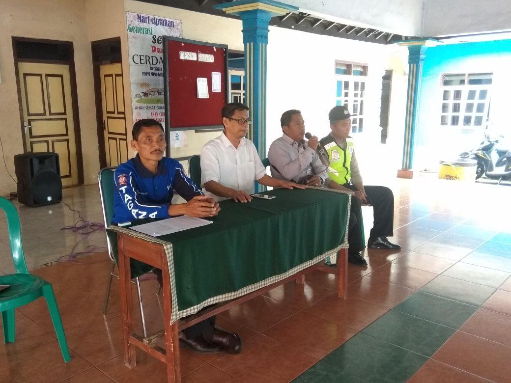 Giat Pengamanan pembagian beras bersubsidi (RASIDI) Bhabinkamtibmas Desa Kasembon Polsek Kasembon Polres Batu