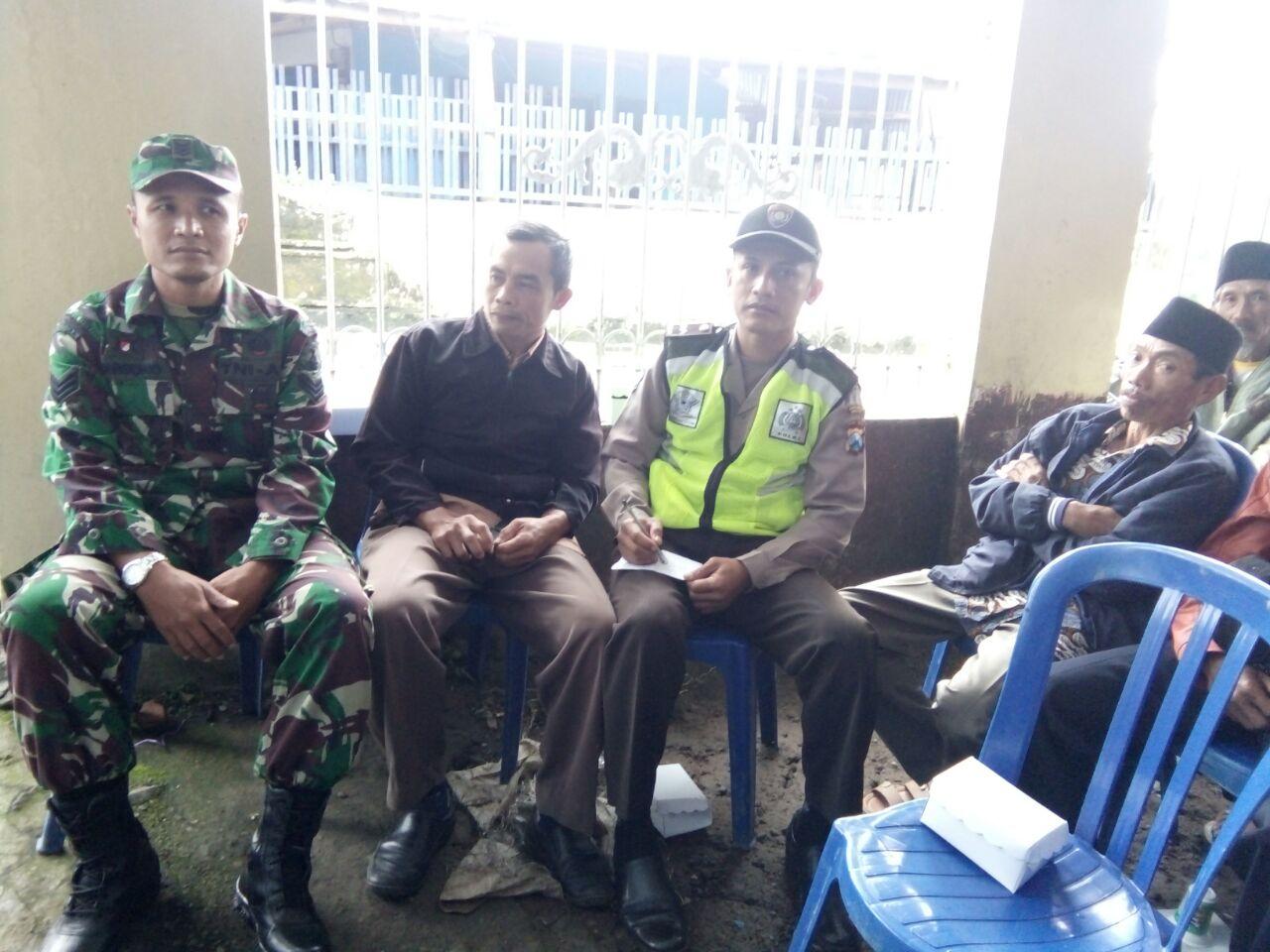 Polsek Pujon Polres Batu Bersama TNI Menghadiri Giat Warga Madirejo