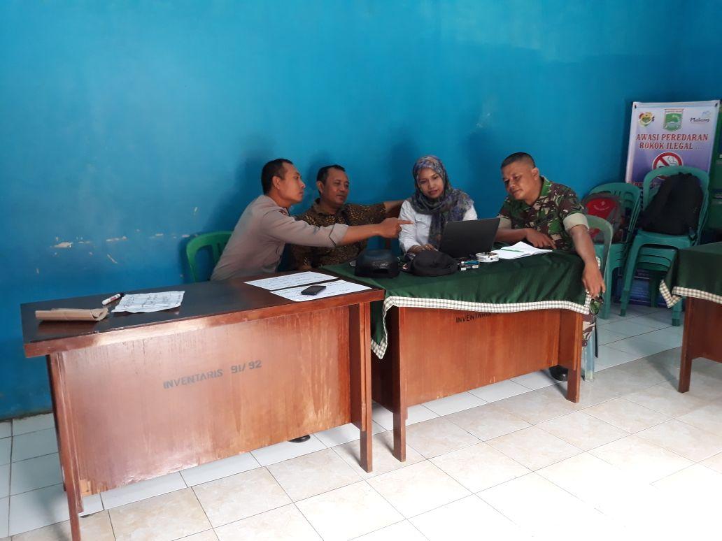 Bhabinkamtibmas Polsek Kasembon Bersama Babinsa Sambang Perangkat Desa Jalin Silaturrahmi