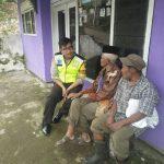 Anggota Bhabin Polsek Batu Polres Batu Melaksanakan Giat Sambang Guna Tingkatkan Kepercayaan Masyarakat Pada Polri