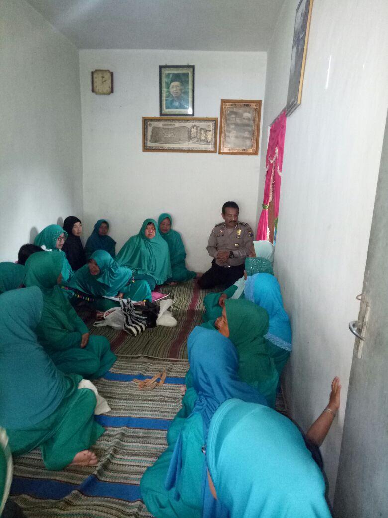 Desa Satu Gengaman Bhabinkamtibmas Polsek Pujon Polres Batu Sambangi Ibu-ibu PKK