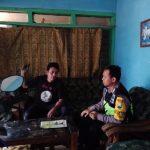 Anggota Polsek Batu Kota Polres Batu Door To Door System Kunjung Warga Masyarakat Desa Binaannya