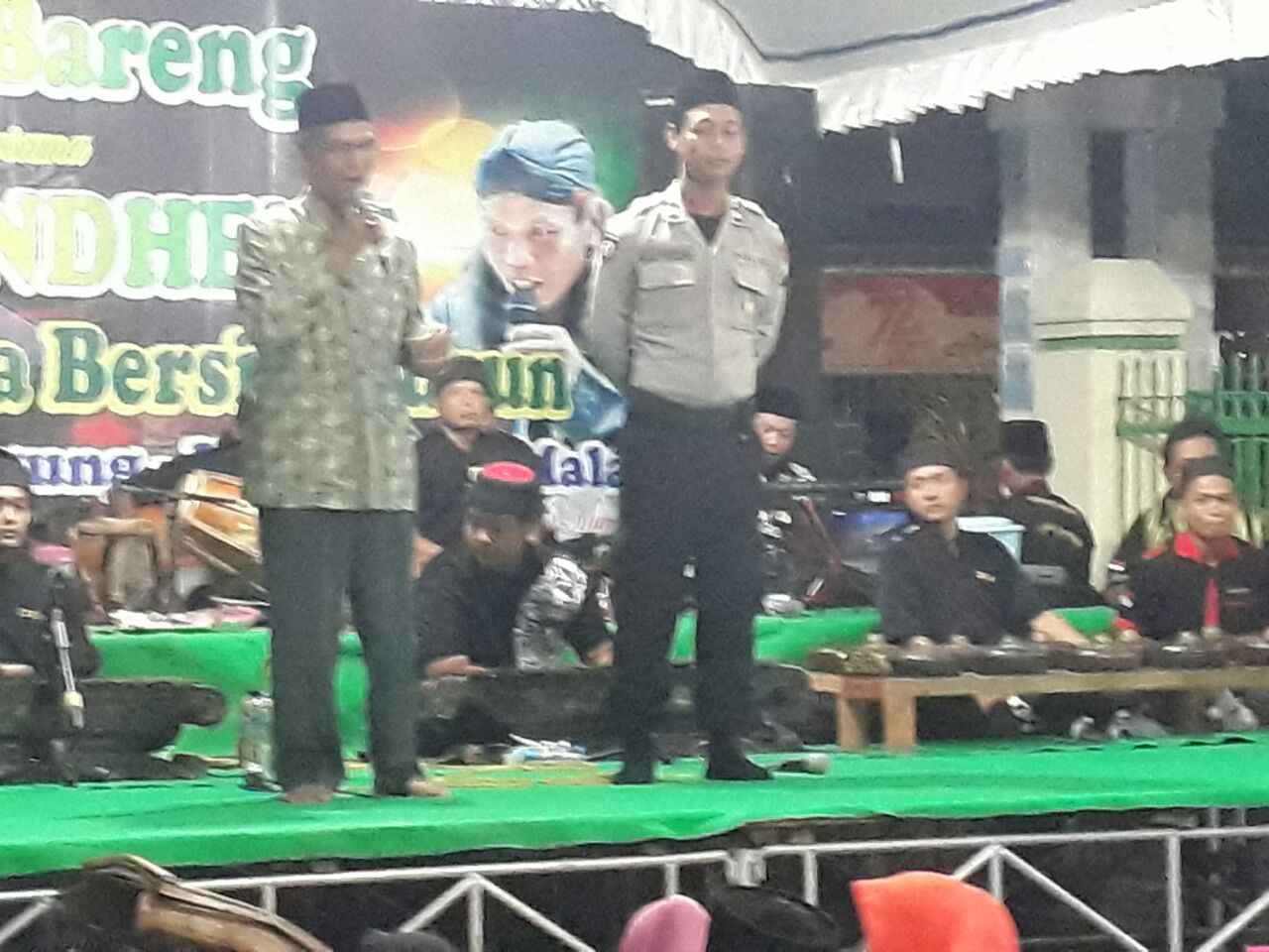 Anggota Polsek Kasembon Polres Batu Pengamanan Acara Selamatan Desa Pondok Agung