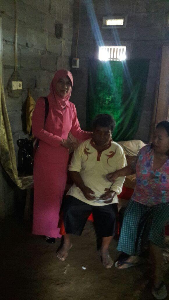 Bhabin Polsek Ngantang Polres Batu Bersama Ibu Bhayangkari Berbagi