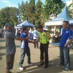 Giat Anggota Bhabinkamtibmas Polsek Bumiaji Polres Batu Melaksanakan Giat Pengamanan Jalan Sehat