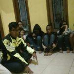 Anggota Bhabin Polsek Batu Kota Polres Batu Menyampaikan Pesan Kamtibmas Ke kelompok Pemuda
