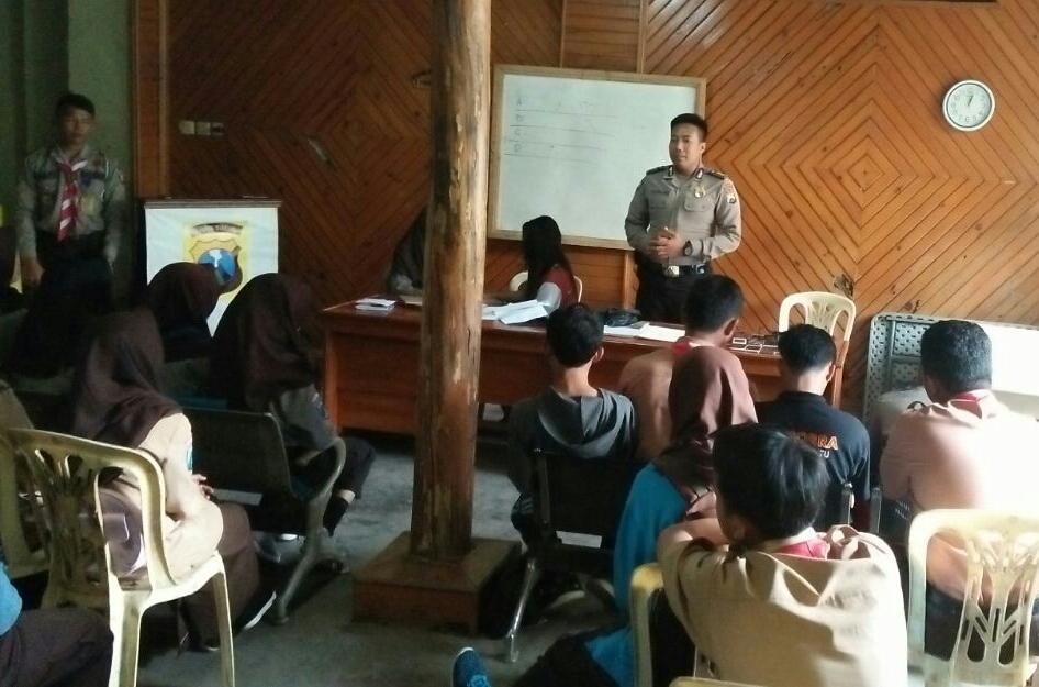 Bhabin Polsek Batu Polres Batu Gelar Giat Pembinaan Pramuka Saka Bhayangkara Untuk Menekan Kenakalan Remaja