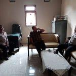 Kapolsek Pujon Polres Batu Bersama Dengan Anggota Melaksanakan Giat Sambang Ke Kepala Desa Pujon Kidul Wilayah Hukum Polres Batu