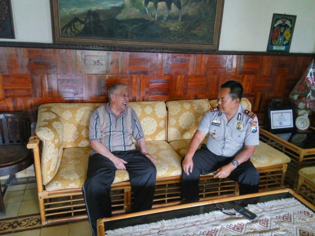 Kapolsek Pujon Polres Batu Sambang Tatap Muka Bersama Tokoh Masyarakat Sinergitas Menjaga Keamanan Wilayah Pujon