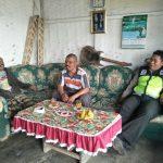 Jalin Kerjasama Dengan Masyarakat Wilayahnya, Satgas Kemitraan Bhabinkamtibmas Polsek Pujon Patroli Ke Tempat Warga